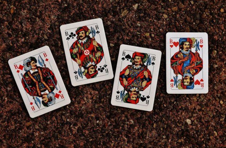 Basteltipps: Alte Kartenspiele kreativ recyceln